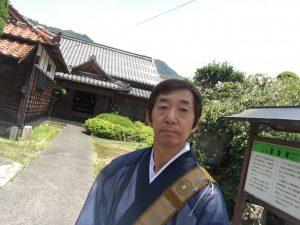 蓮教寺の境内