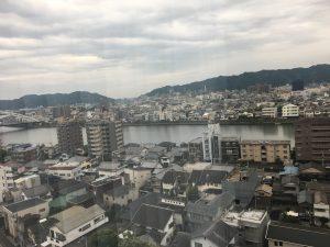 部屋から高知市内を望む