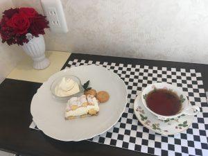 美味しいスイーツを紅茶