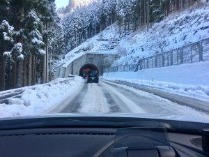 スキー場へ向かうトンネル