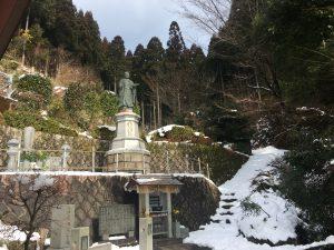 境内の日蓮聖人の銅像