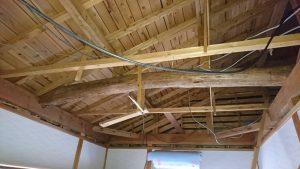 天井板をはがした状態