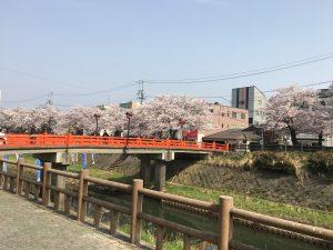 赤い、花見橋付近