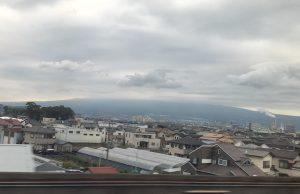 富士山は見えず