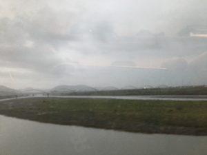 富士山は見えず、凄い雨