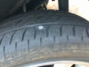 タイヤに釘が・・・