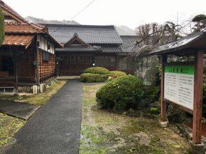 雨の蓮教寺