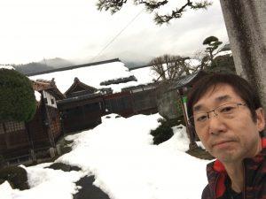 蓮教寺の境内の雪