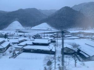 県境の雪景色