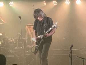 うなるギター