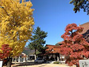 西方寺さんの境内