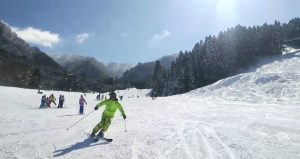 怪しいスキーヤー