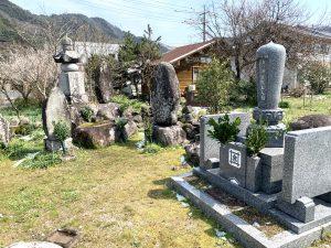 歴代上人のお墓