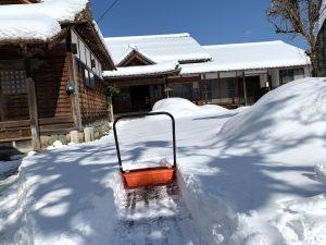手動で雪かき💦