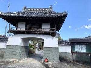 本教寺さんの山門
